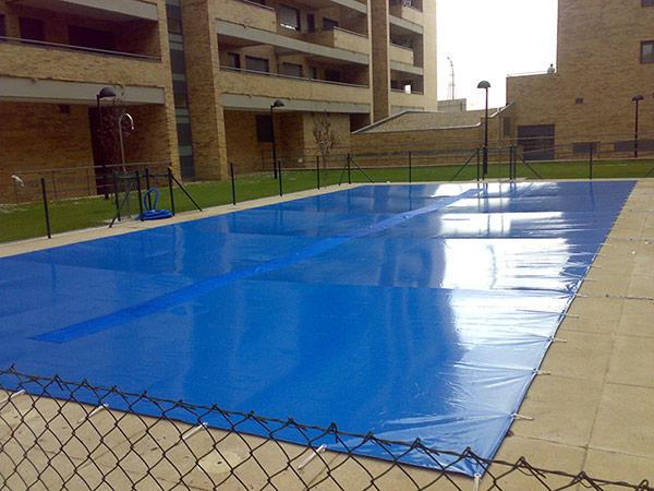 Fabricacion e instalacion de lonas de piscinas en fuenlabrada for Toldos para piscinas