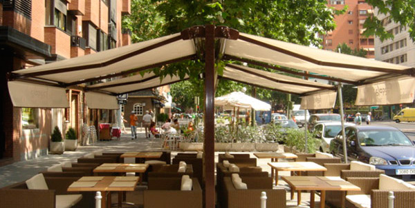 Toldos verticales dobles para terrazas de restaurantes en for Poleas dobles para toldos